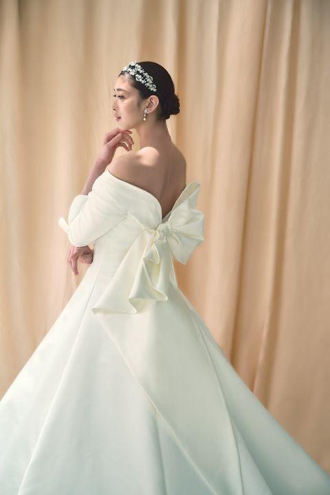 桂由美ブライダルハウスのモデル着用ドレスカット