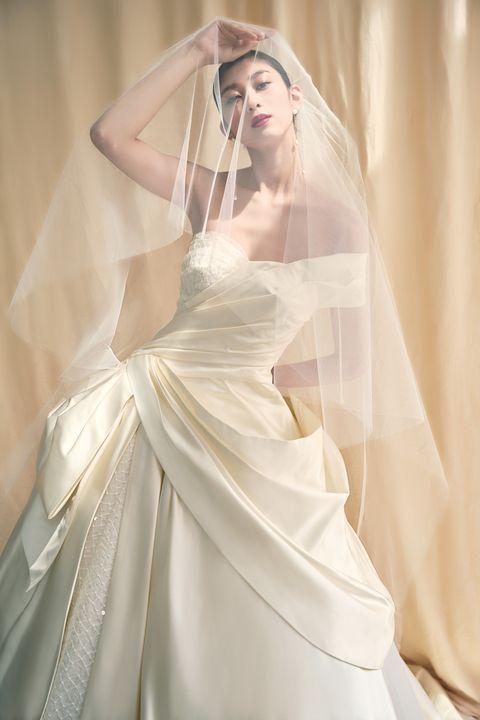 エマリーエ ウエディングドレスサロンのドレスのモデルカット
