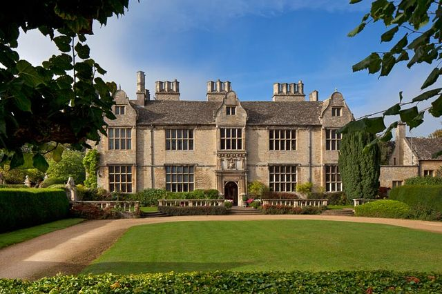 move into this magnificent oxfordshire manor