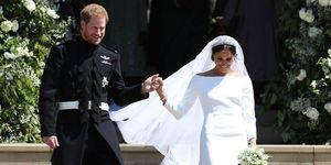 Meghan Markle in haar bruidsjurk van Givenchy met Prins Harry op zaterdag 19 mei 2018 in Windsor.
