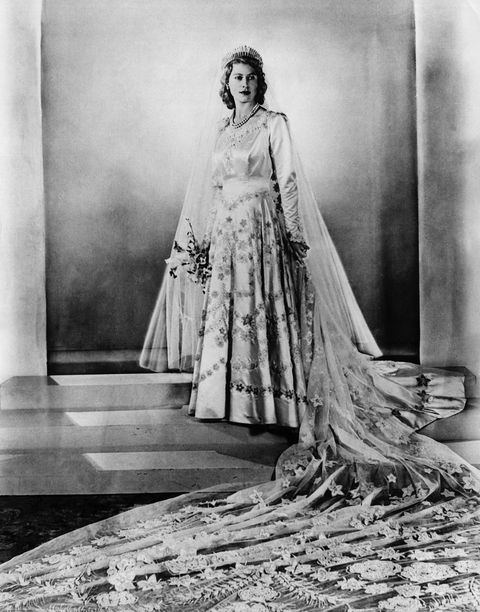 英國女王禮服上有「蔥」?!皇室裁縫師講述女王伊莉莎白二世加冕禮服幕後秘辛 wedding of princess elizabeth and duke of edi in 1947