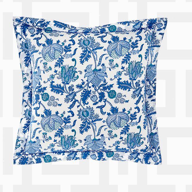 Porcelain, Blue and white porcelain, Font, Drinkware, Tableware, Bathroom accessory, Dinnerware set,