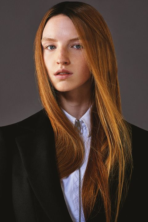 Hair, Face, Hairstyle, Long hair, Blond, Layered hair, Beauty, Lip, Brown hair, Chin,