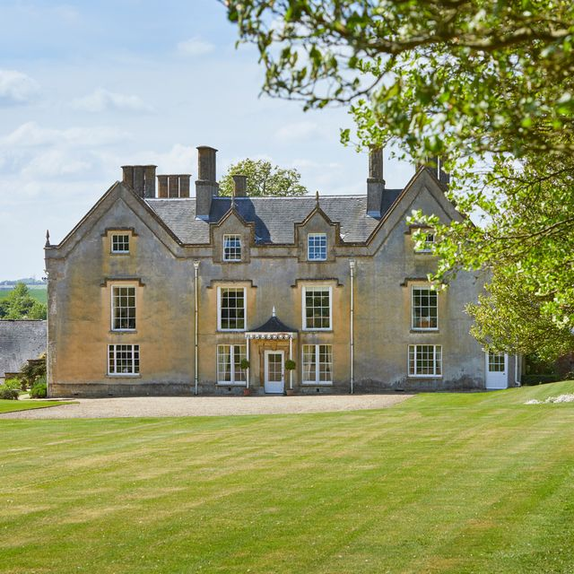 a beautiful 10 bedroom manor house in peaceful northamptonshire