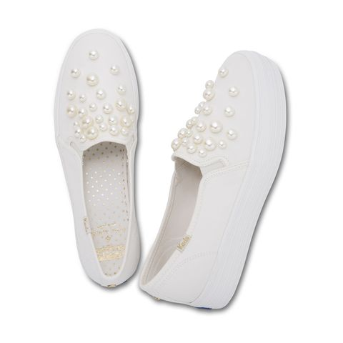 Footwear, White, Shoe, Slipper, Beige, Plimsoll shoe, Flip-flops, Sneakers,