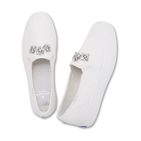 Footwear, White, Shoe, Slipper, Plimsoll shoe, Beige, Court shoe,