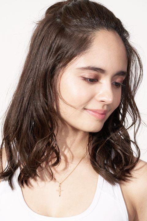 Hair, Face, Hairstyle, Eyebrow, Shoulder, Chin, Beauty, Skin, Lip, Forehead,