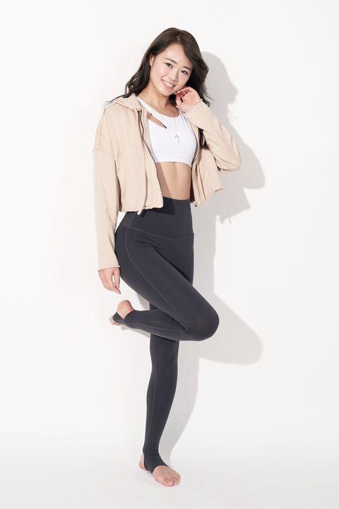 White, Clothing, Black, Shoulder, Leggings, Blazer, Outerwear, Leg, Tights, Standing,