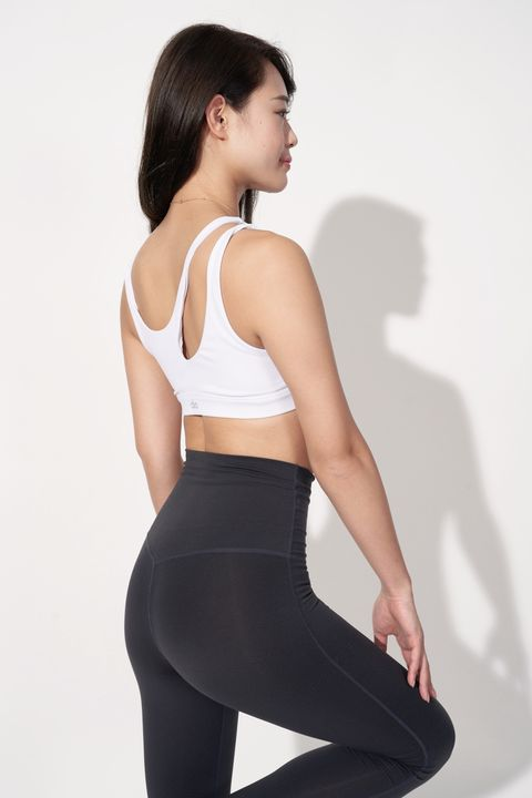 Clothing, Waist, Undergarment, Sportswear, Active pants, Sports bra, Abdomen, Leggings, Cycling shorts, Leg,