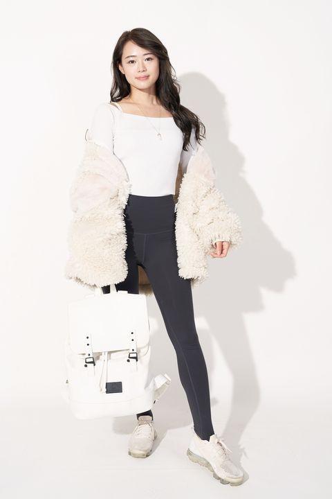 White, Black, Shoulder, Clothing, Skin, Beauty, Fashion, Leg, Joint, Waist,