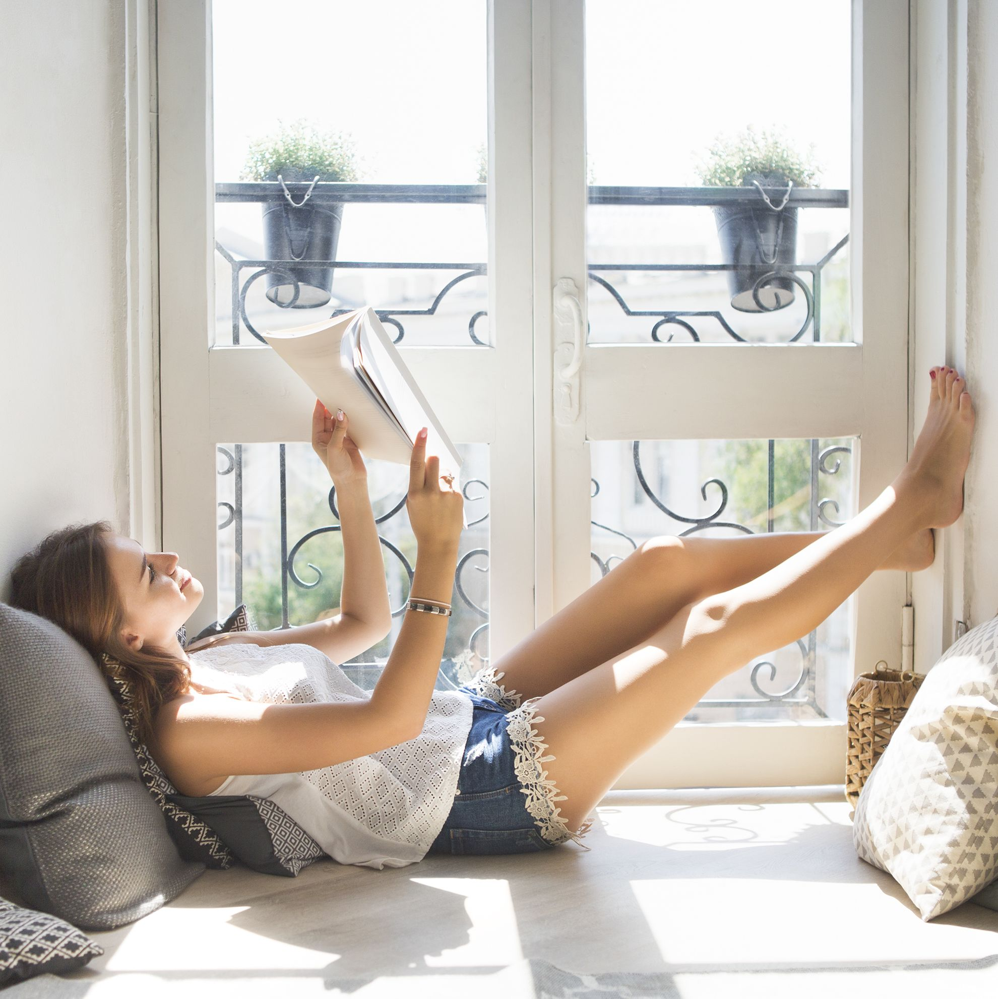 40 Creative Things to Do When You're Bored to Pass the Time