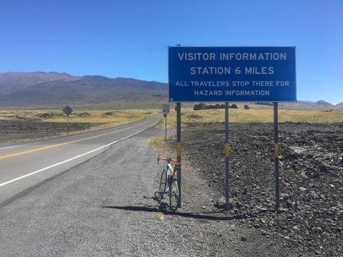 Ties Arts tijdens zijn beklimming van Mauna Kea