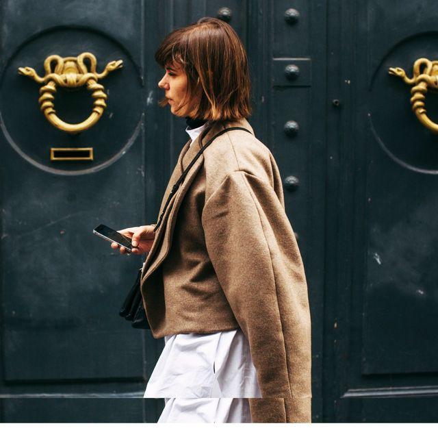 Street fashion, Snapshot, Fashion, Outerwear, Door, Jacket, Photography, Sleeve, Uniform, T-shirt,