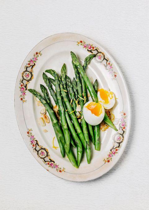 Asparagus, Vegetable, Food, Green bean, Plate, Ingredient, Dish, Asparagus, Produce, Plant,