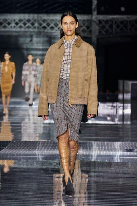 Sleeve, Fashion show, Human body, Runway, Outerwear, Fashion model, Style, Street fashion, Pattern, Fashion,