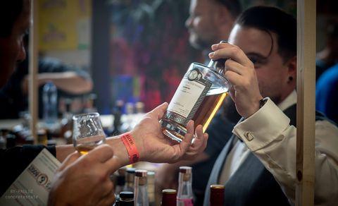 Alcohol, Water, Drink, Human, Liqueur, Distilled beverage, Beer, Bar, Bartender,
