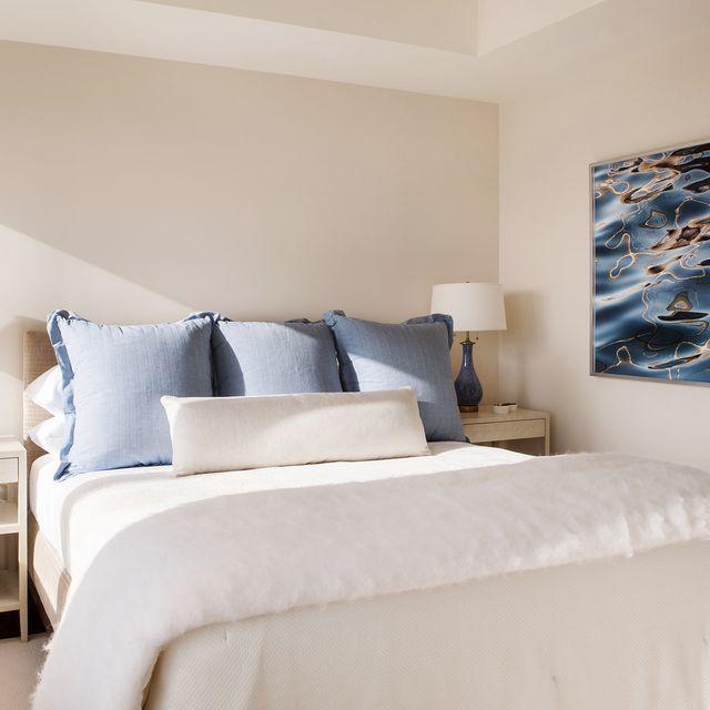 Bedroom, Bed, Furniture, Room, Bed sheet, Bedding, Property, Bed frame, Wall, Interior design,
