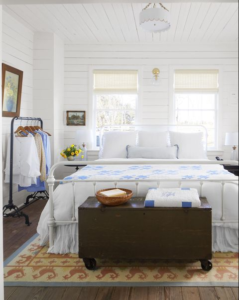 white farmhouse bedroom-blue and white bedding