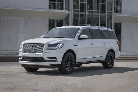the monochromatic package, available on the navigator reserve series, offers on trend exterior sweeps of color that showcase the bold lines of lincoln's full size suv