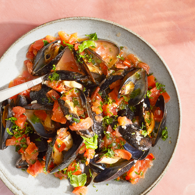 white wine and tomato mussels