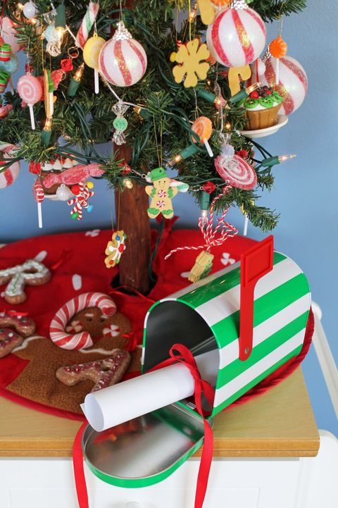 12 Diy Christmas Mailbox Decor Ideas Add A Swag And Bow To Your Mailbox