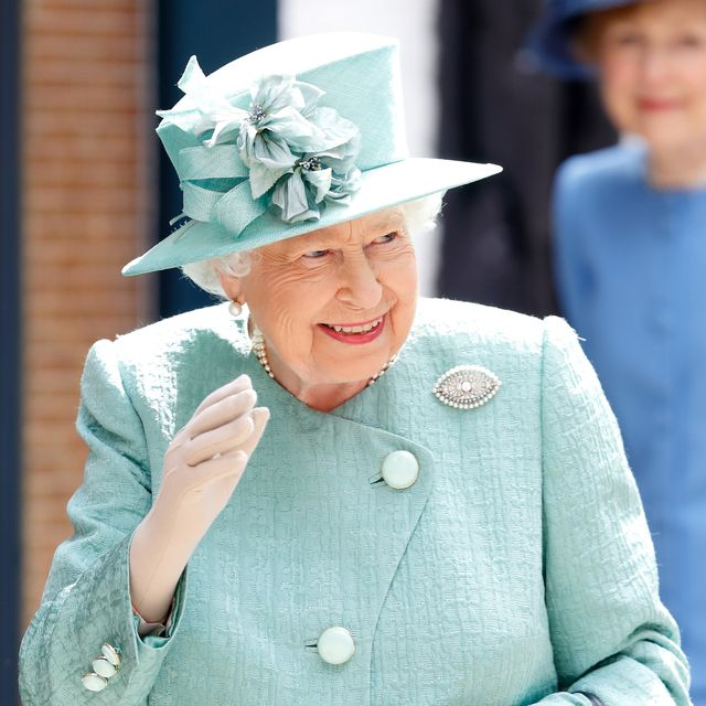 what is the royal wave and why do they do it   queen elizabeth ii is seen here in a pale blue skirt suit and hat waving and smiling at a crowd