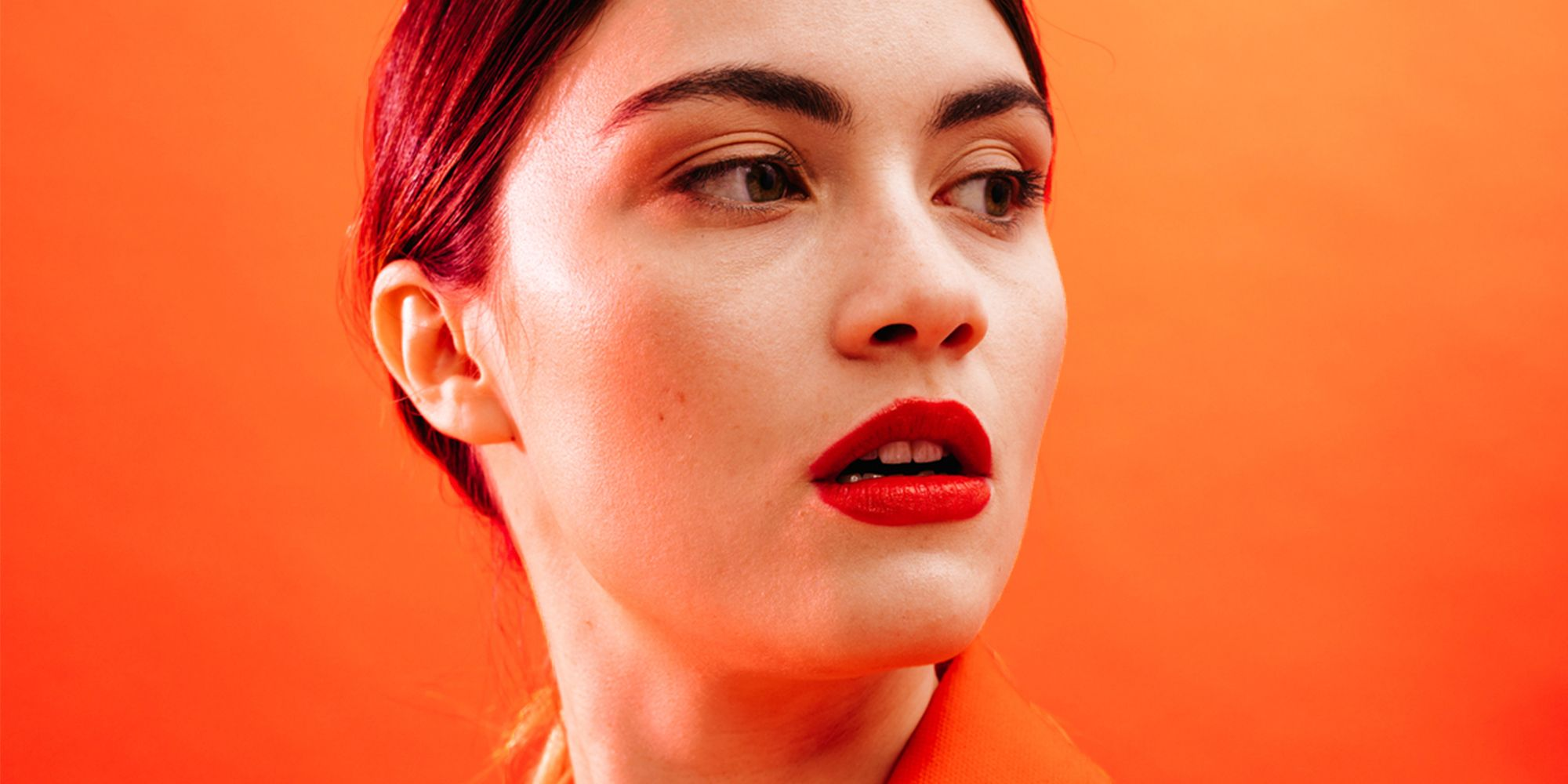 foto de The Weird Reason Your Foundation Looks Orange - Oxidized Foundation