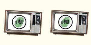 Een televisiescherm met het logo van TV-programma Wie Is De Mol 2020.