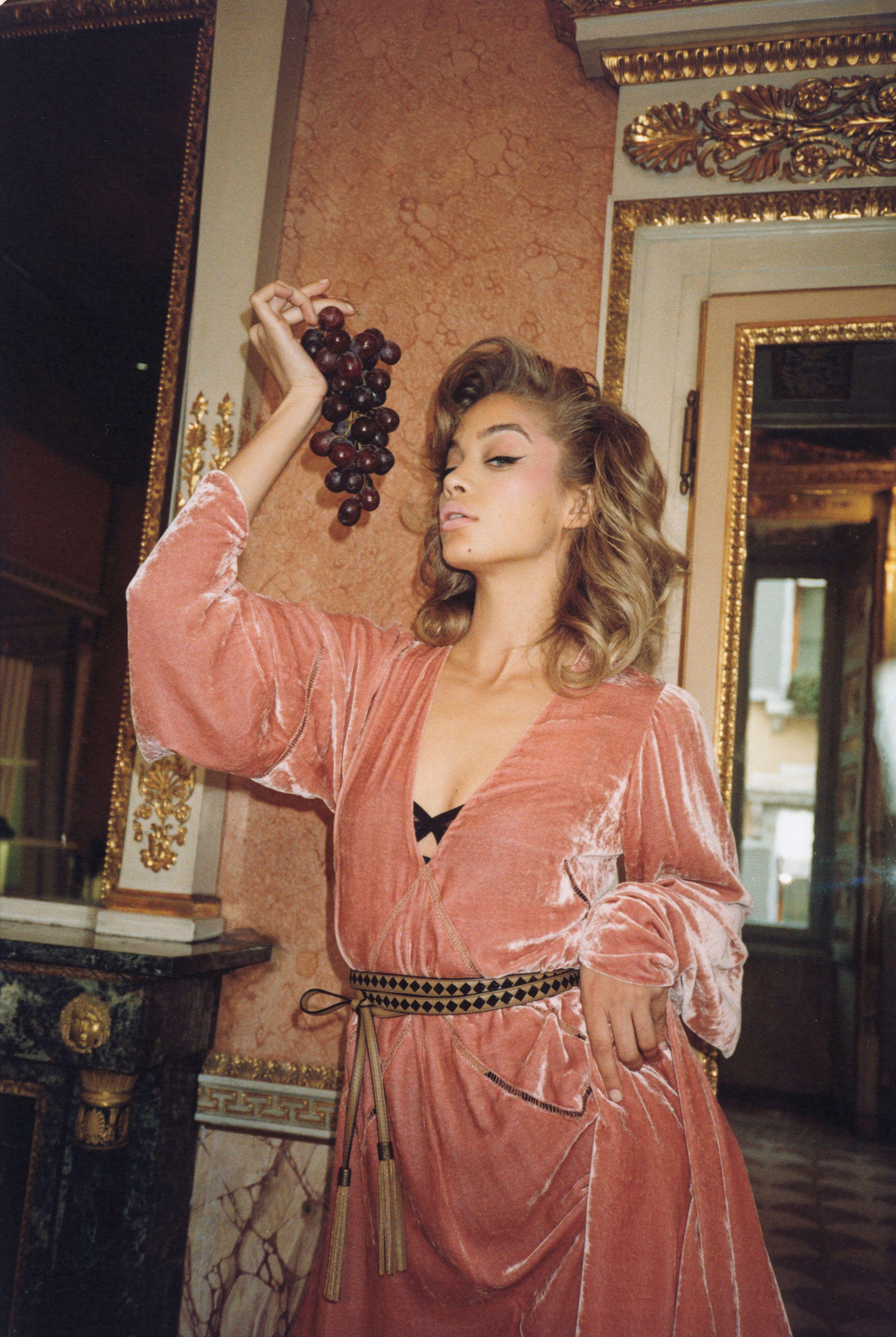 Jasmine Sanders Jaunts Around Milan In Fashion From Next Season
