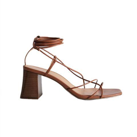 bruine sandaal met hak en touwtjes in wikkel model van other stories