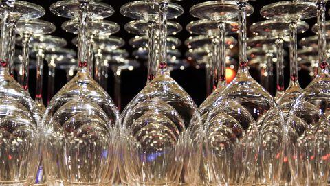 wijnglas ondersteboven