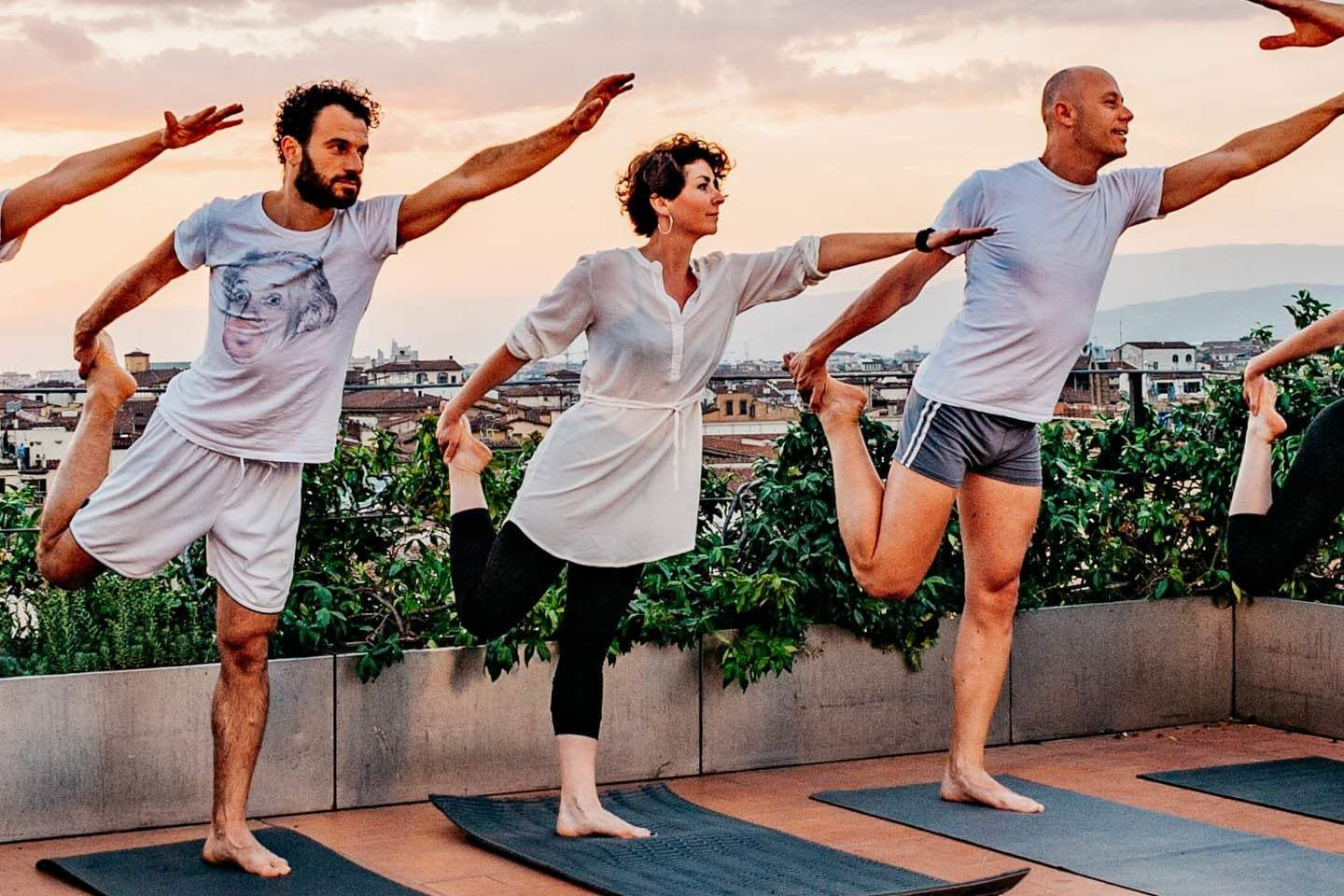 Wine and yoga - Airbnb Experiences