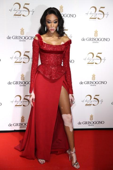 Fashion model, Clothing, Red carpet, Dress, Shoulder, Red, Carpet, Hairstyle, Flooring, Fashion,