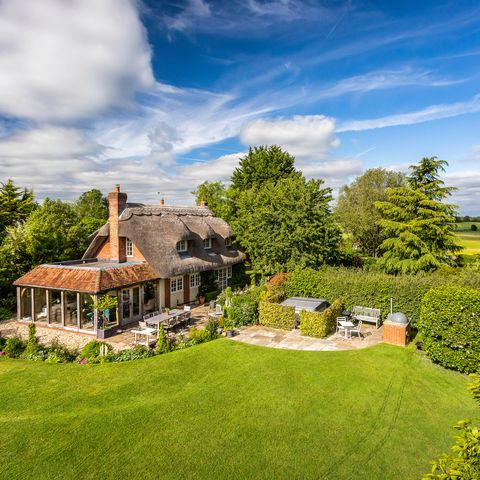Country House With Swimming Pool For Sale In Hampshire