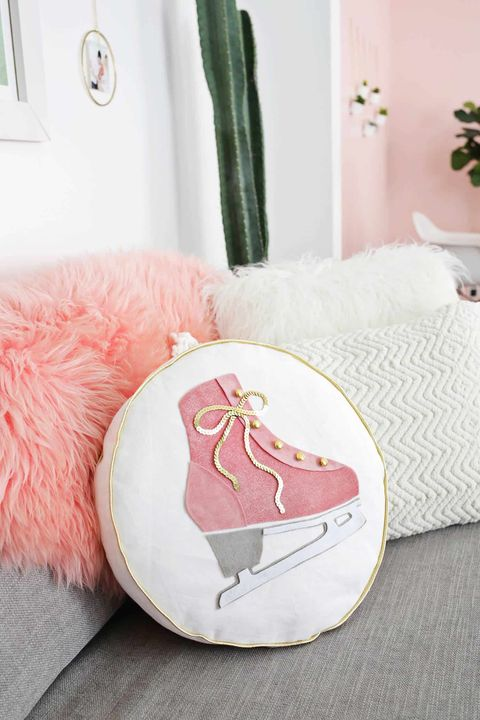 winter crafts ice skate pillow