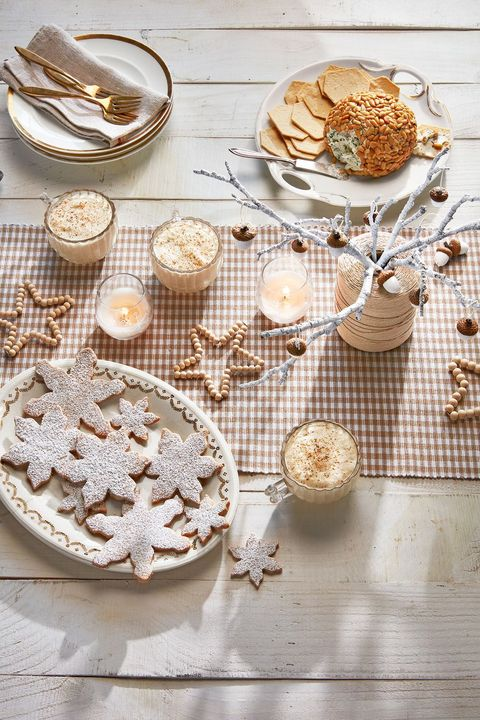 wooden star tablescape
