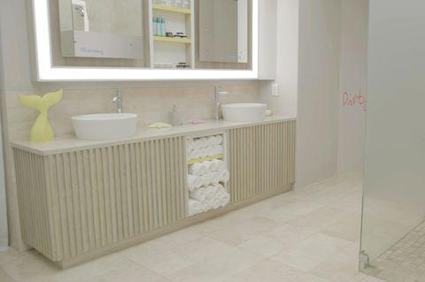 Winter Love Island 2020 Casa Amor Bathroom
