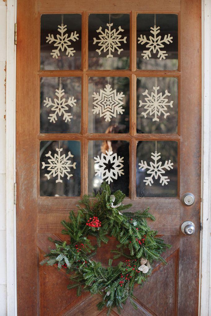 22 Diy Christmas Door Decorations Holiday Door Decorating Ideas