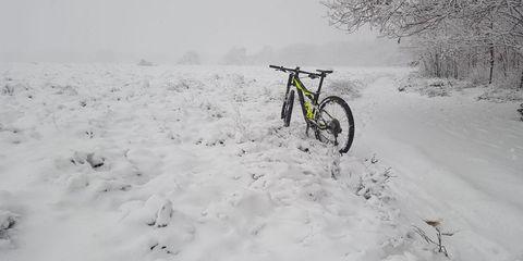 must read, winterklaar, fiets, sneeuw, regen, donker