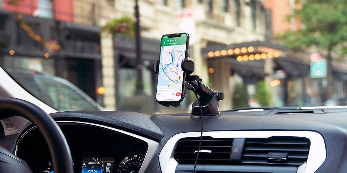 A Wireless Car Charger Helps Power Up Your Smartphone and Make Maps Easier to Read