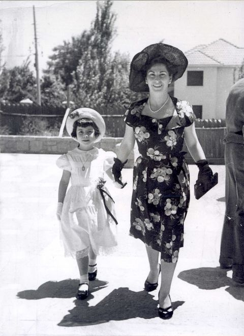 isabel with her mother in 1950