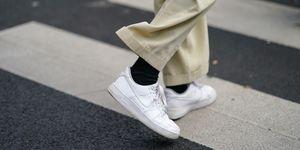 witte-sneakers-stijl