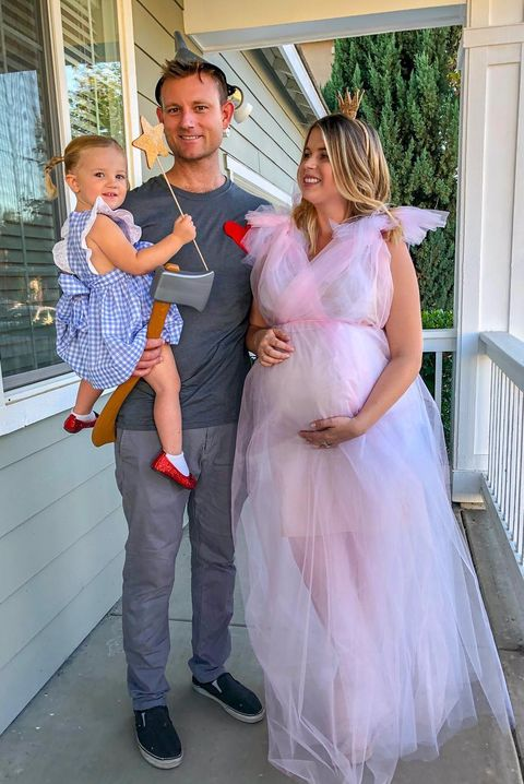 34 Best Pregnancy Halloween Costumes For 2020 Diy Maternity Costume Ideas For Pregnant Women