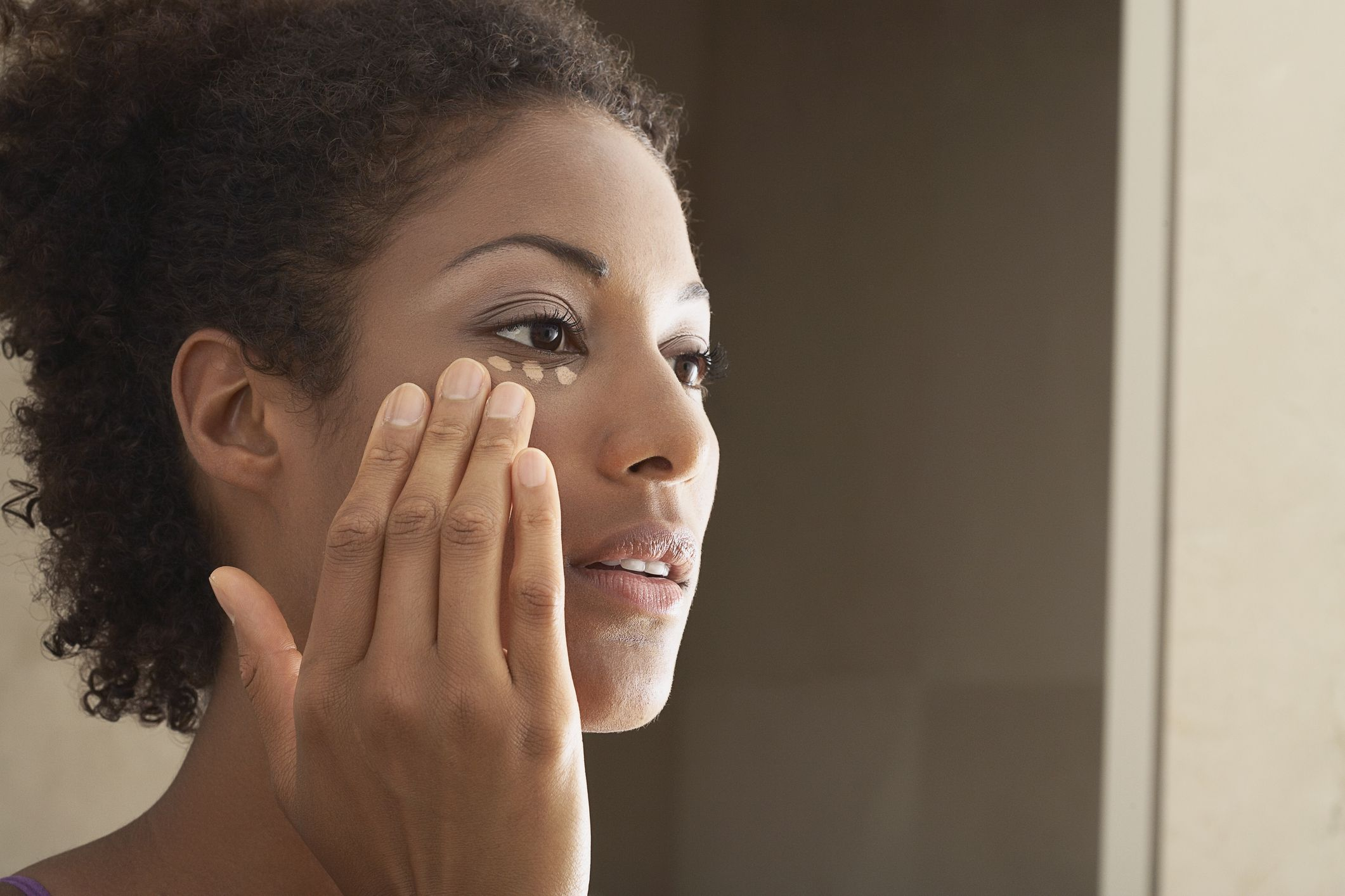 This Is Exactly How To Cover Your Annoying Dark Circles And Pimples