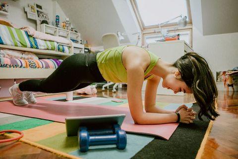 平板支撐plank棒式8個變化!學起來瘦全身,練腹肌超有感~
