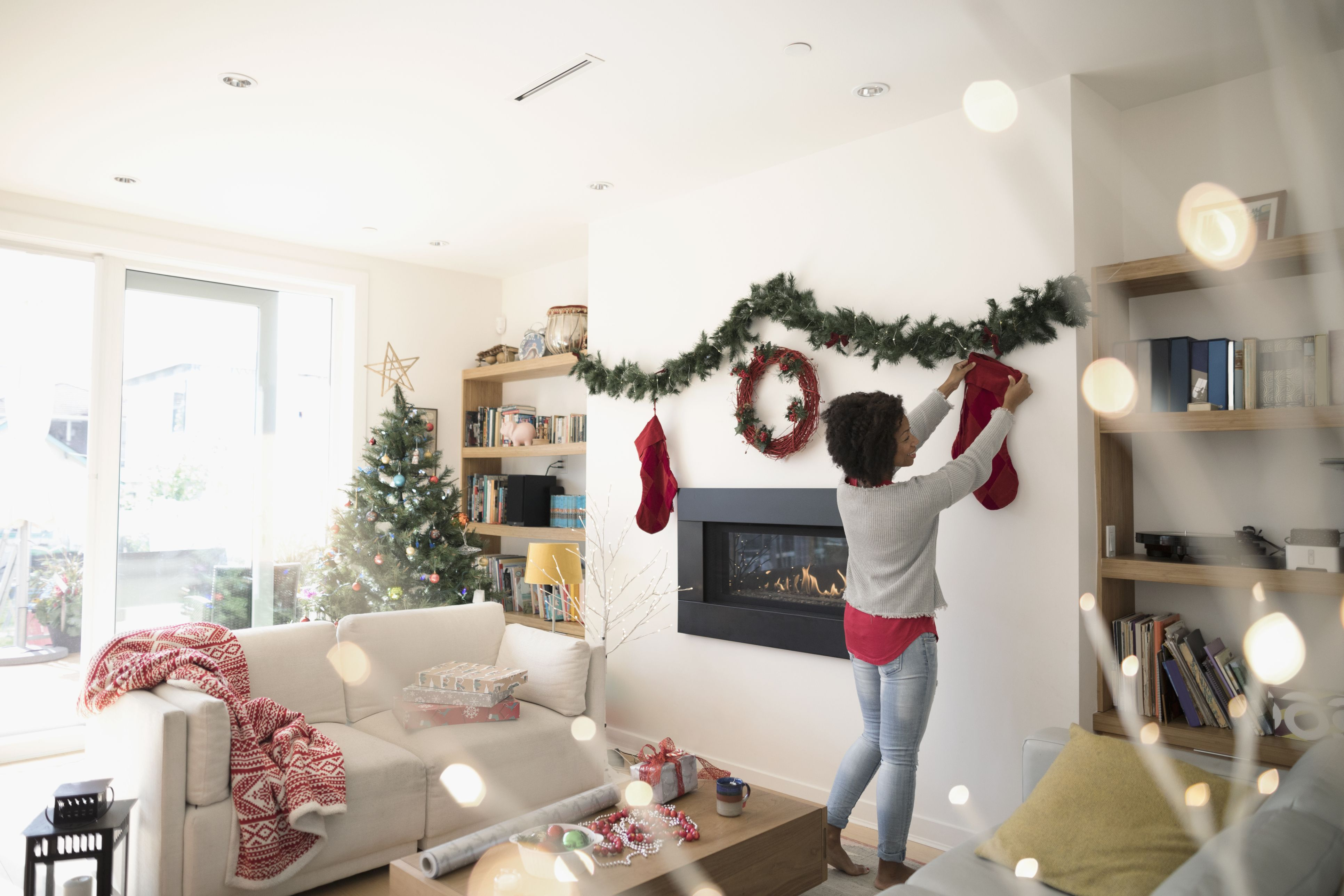 18 Christmas Decorating Hacks That Will Make Your Holiday So Much Easier