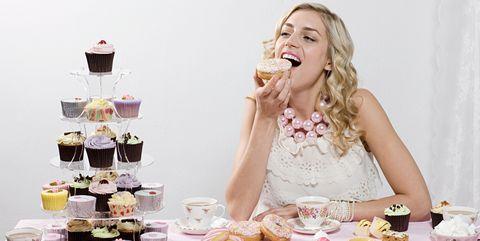 自分へのご褒美は食事ですることが多い|エンゲル係数が高い人が陥りがちな傾向