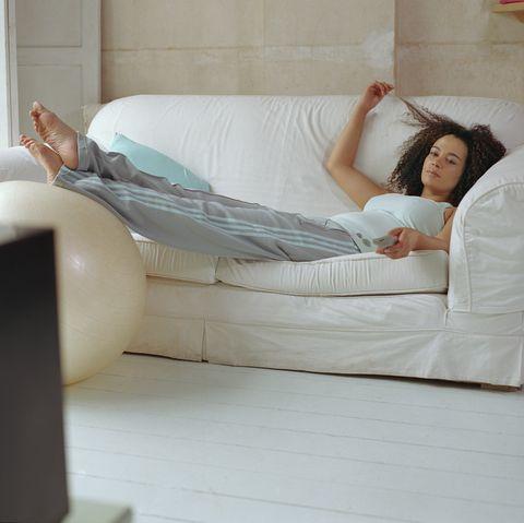 廢人減肥法!躺著、睡覺、連唱歌和看恐怖片都能減肥,效果不輸慢跑半小時