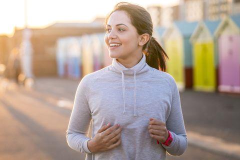 WOMAN RUNNING ALONG BEACHFRONT, best workout plans