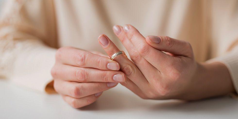 woman wedding ring divorce